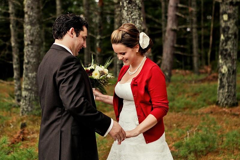http://emmalinebride.com/real-weddings/rustic-wedding-charm/