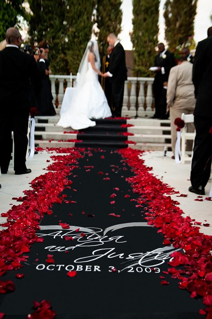 http://www.weddingnewsday.com/ideas/9027-black-and-red-wedding-ideas.html