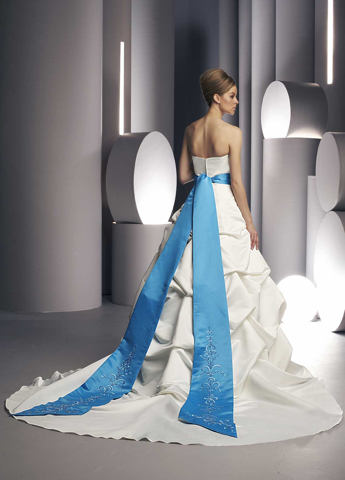 Back view of Style : 8228