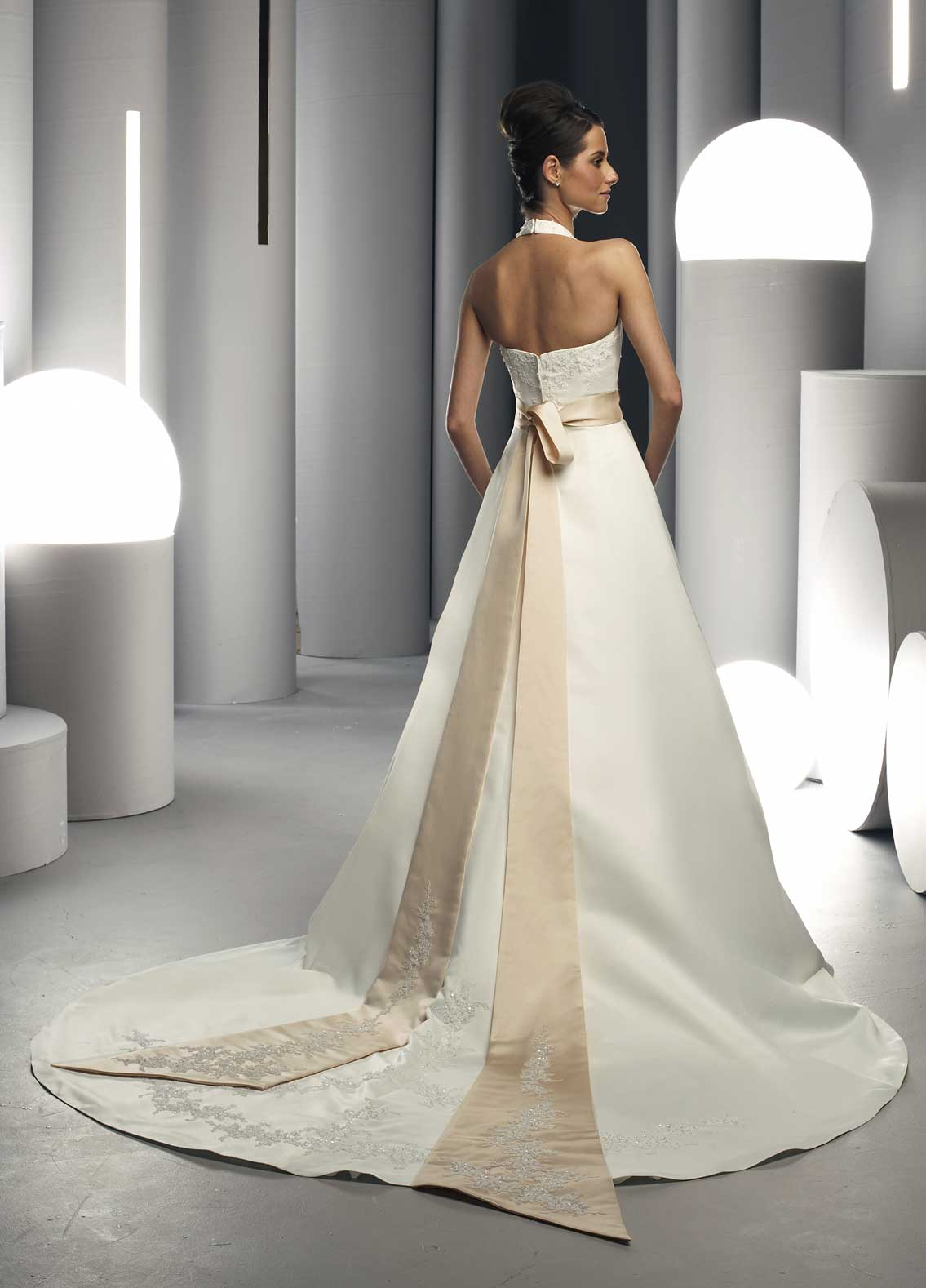Back view of Style : 8230