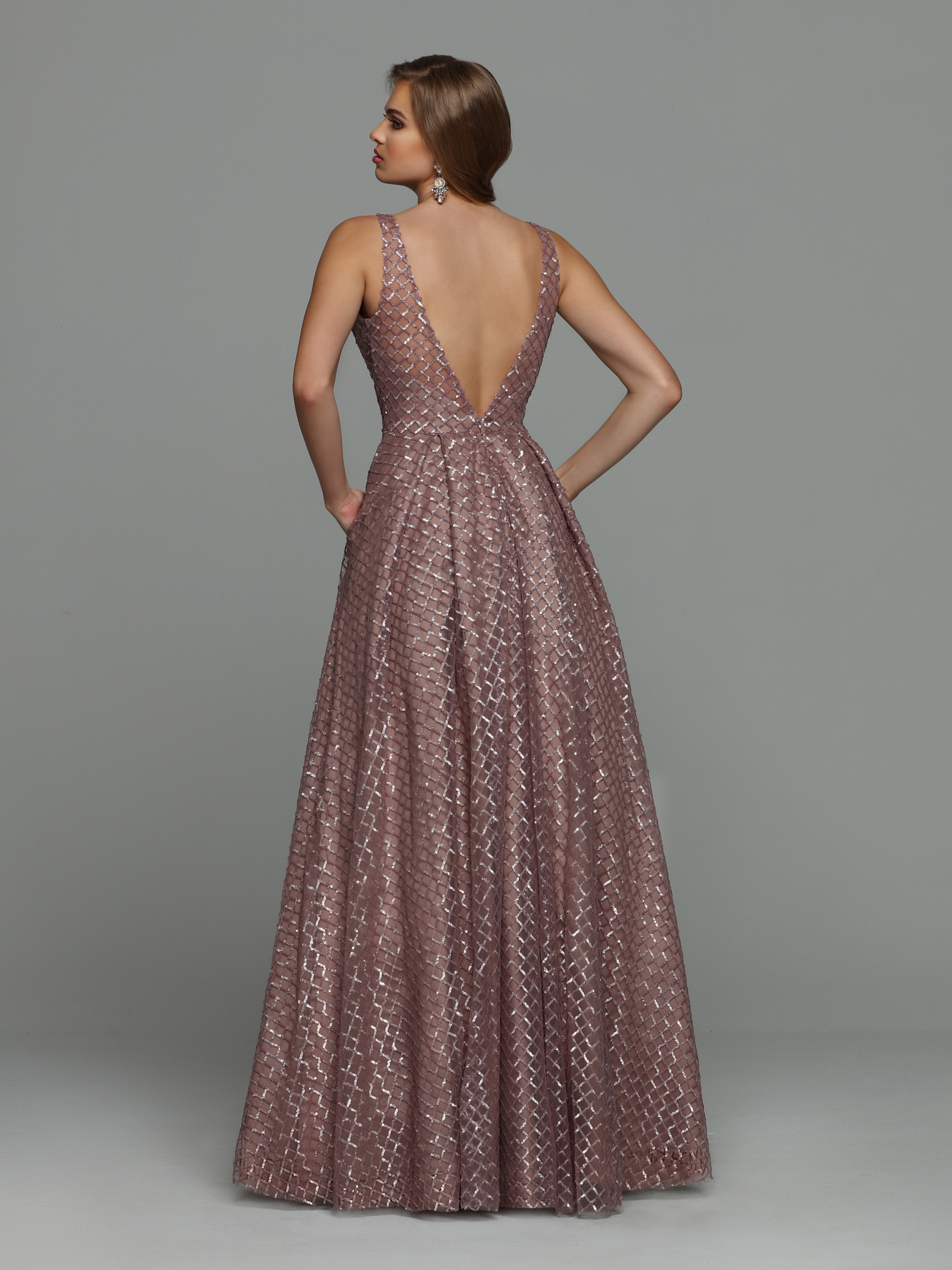 Image showing back view of style #71940