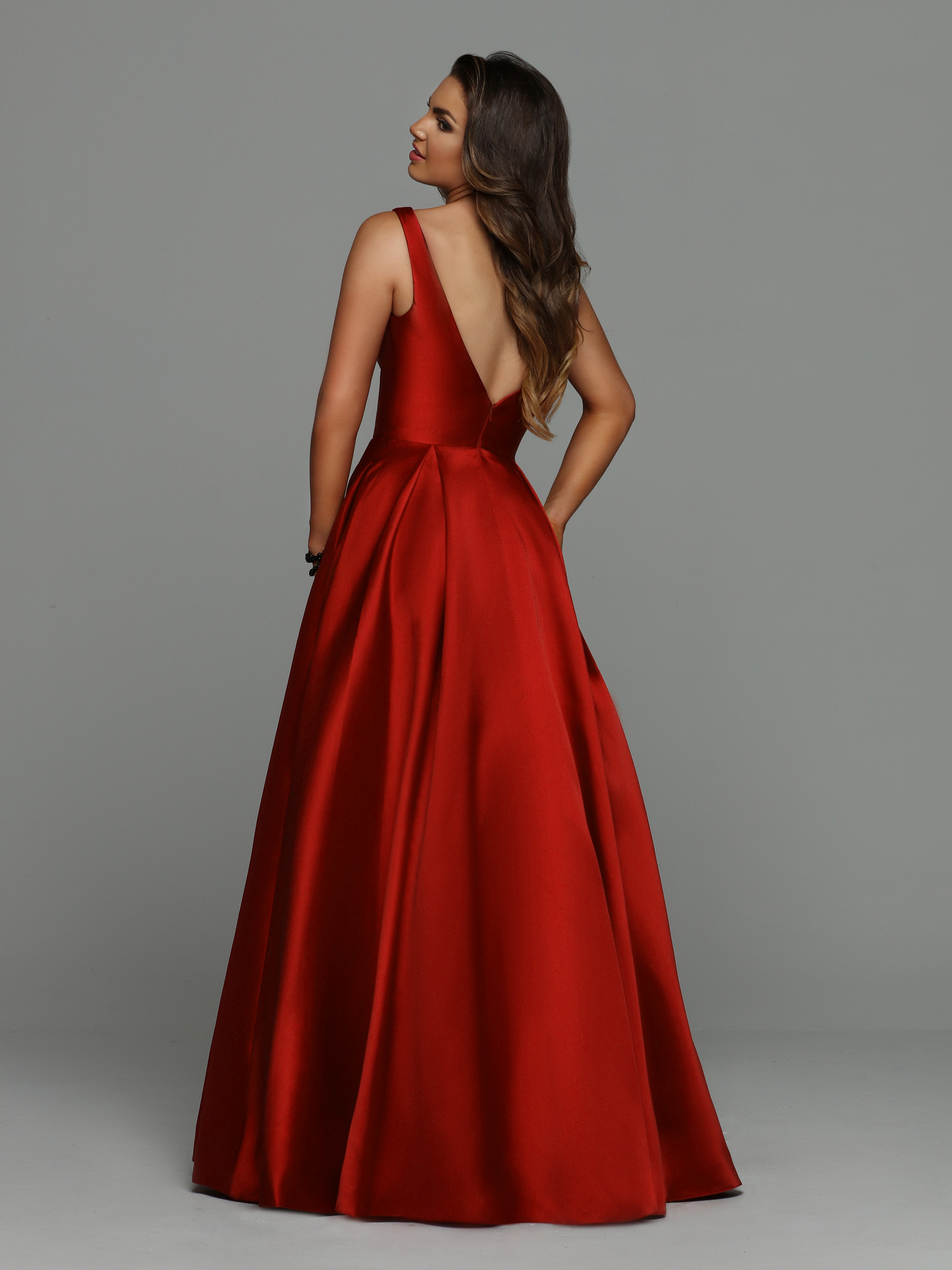 Image showing back view of style #71944