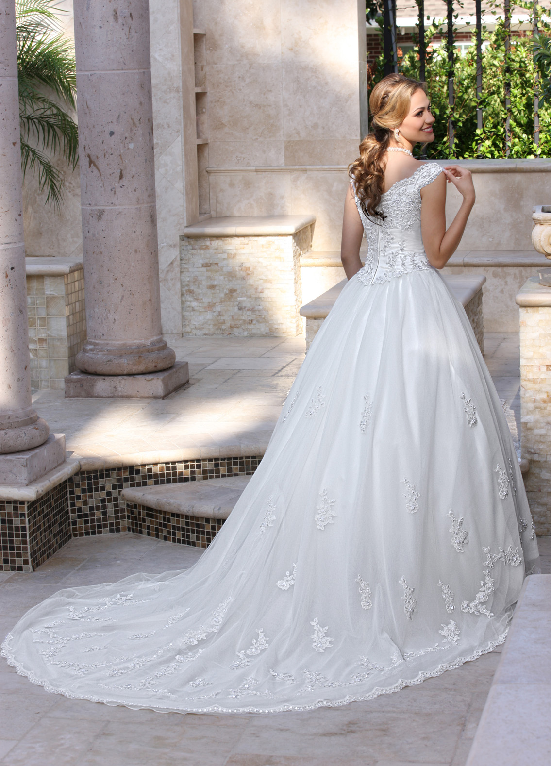 Back view of Style : 8009